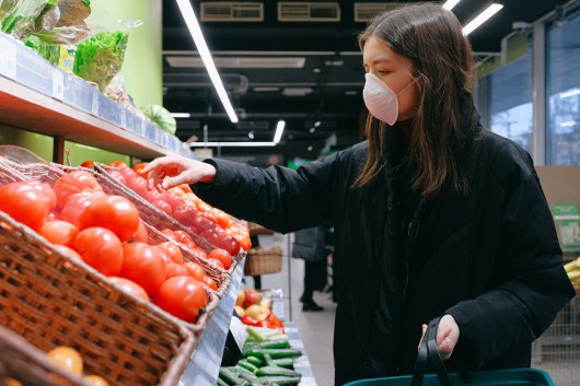 woman-in-face-mask-shopping-in-supermarket-3987221_auto_530x2000